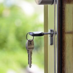 Затравленная соседями семья с онкобольными детьми съехала из квартиры