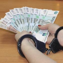 В Казани завкабинетом кафедры и проректора подозревают в получении 690 тысяч рублей взятки