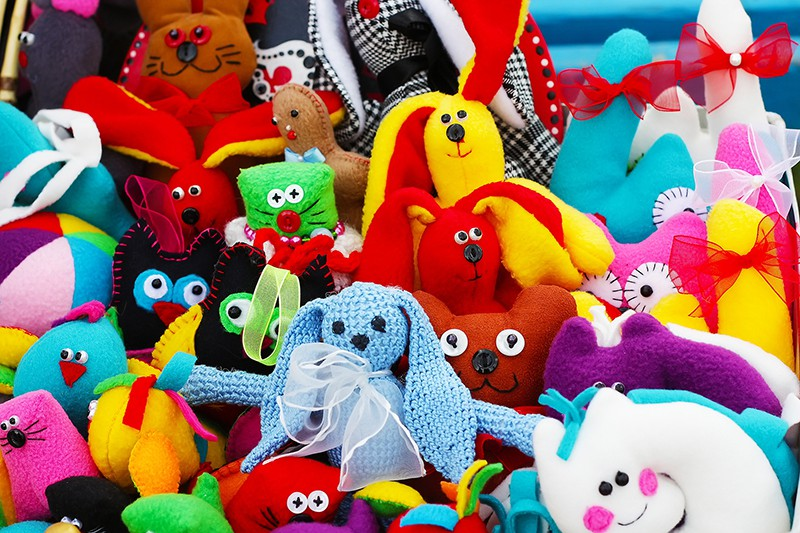 Идеи: как поступить со старыми  детскими игрушками?